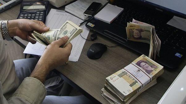 آخرین صعود نرخ ارز در دی ماه؛ اختلاف قیمت آزاد و رسمی دلار به ۶۰۰ تومان رسید
