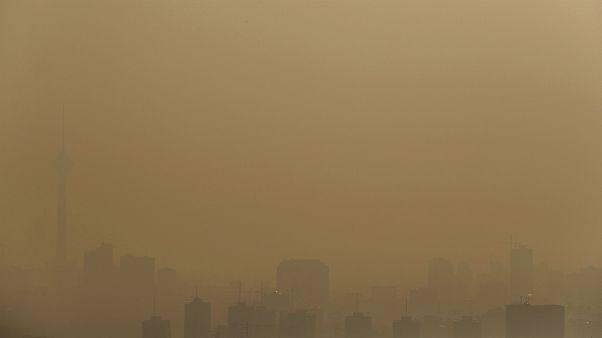 رئیس سازمان محیط زیست: عامل آلودگی هوا سوزاندن مازوت در نیروگاهها است
