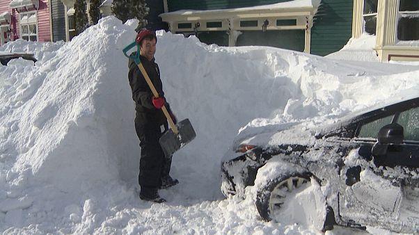 Nimm doch mal die Schaufel! Kanadische Provinz versinkt im Schnee