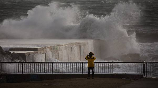 """مصرع 3 أشخاص وإغلاق مدارس في شرق إسبانيا بسبب العاصفة """"غلوريا"""""""