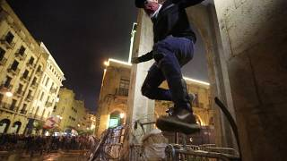 Protests turn to clashes near Lebanon parliament in Beirut