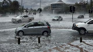 Австралия: вслед за пожарами - наводнение, ураган и град