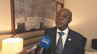Angola firma acordos na cimeira londrina