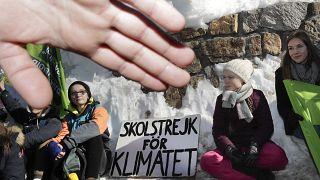 La activista Greta Thunberg protesta ante el centro de congresos del Foro de Davos