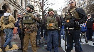 Manifestantes pró-armas saem à rua na Virgínia