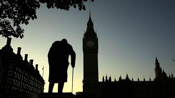 Eski İngiltere Başbakanı Winston Churchill'in Londra'da meclis önündeki heykeli