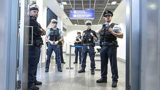 Almanya'da polis açığına önlem amacıyla istenilen dil seviyesi düşürüldü