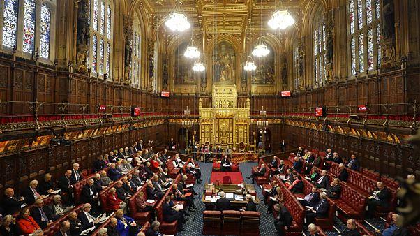 حق اقامت شهروندان اتحادیه اروپا در بریتانیا؛ مجلس اعیان با طرح جانسون مخالفت کرد