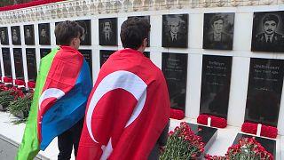 """يوم انتفضت أذربيجان ضد حكم السوفيات.. الأذريون يحيون الذكرى ال30 لـ """"يناير الأسود"""""""