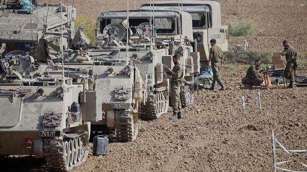 جنود إسرائيليون ومركباتهم المدرعة بالقرب من الحدود مع غزة  13 نوفمبر 2019.