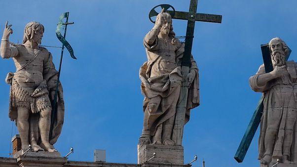 Sacerdotes en rehabilitación: cómo el Vaticano trata de 'rehabilitar' a los pederastas