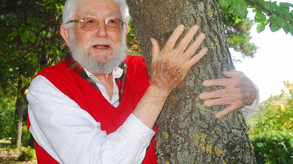 Türkiye Erozyonla Mücadele, Ağaçlandırma ve Doğal Varlıkları Koruma (TEMA) Vakfı Kurucu Onursal Başkanı Hayrettin Karaca 97 yaşında vefat etti