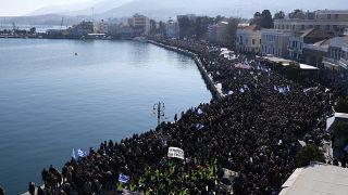 Λέσβος: Πλήθος κόσμου στην συγκέντρωση για το μεταναστευτικό
