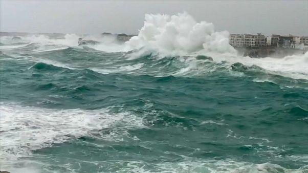 Todbringendes Sturmtief Gloria: 14-Meter-Brecher prallen auf Mallorca