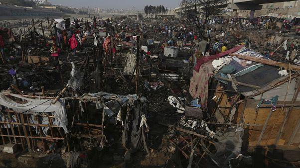 Pakistan gecekondu yangınları