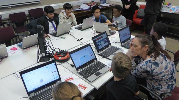 بریتانیا جاسوسی اینترنتی والدین از کودکان را قانونمند میکند