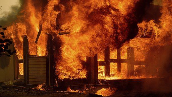 Buschfeuer in Australien zerstören ein Haus