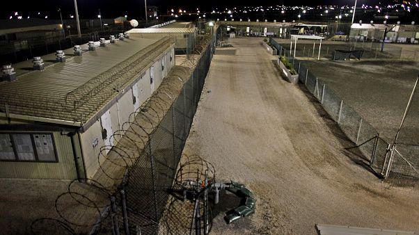 """عالم نفس من ال""""سي آي ايه"""" يدافع أمام محكمة في غوانتانامو عن استخدام التعذيب"""