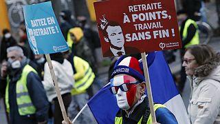 Milhares de franceses mantém a luta contra o regime de pensões por pontos