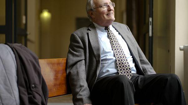 Efraim Zuroff, el principal cazador de nazis del Centro Simon Wiesenthal durante una entrevista televisiva en el tribunal penal de Hamburgo, el jueves 17 de octubre de 2019.