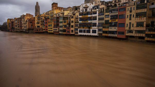 مصرع سبعة أشخاص وفقدان آخرين بسبب عاصفة اجتاحت إسبانيا