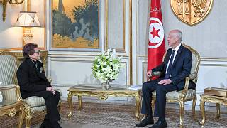 الرئيس التونسي قيس سعيد يكرم المناضلة الجزائرية جميلة بوحيرد