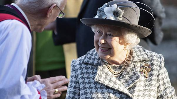 Kraliçe Elizabeth İngiltere'yi AB'den çıkaracak Brexit tasarısını onayladı