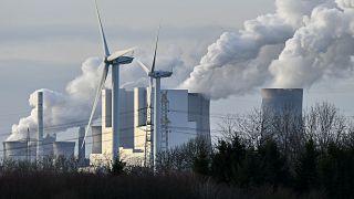 Almanya'da rüzgar türbinleri ve linyit enerji santrali