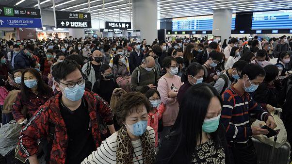 """واشنطن وبكين تتبادلان الاتّهامات بسبب """"نظرية المؤامرة"""" حول فيروس كورونا"""