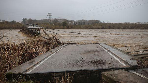 Премьер Испании посетил районы, пострадавшие от стихии