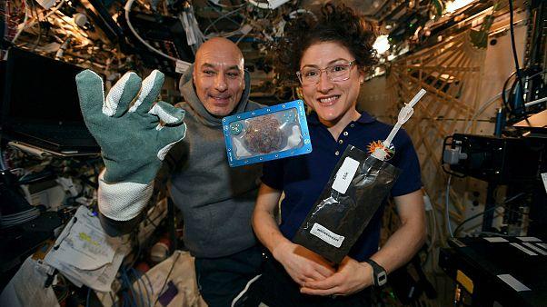 Astronotlar ilk kez uzayda kurabiye pişirdi