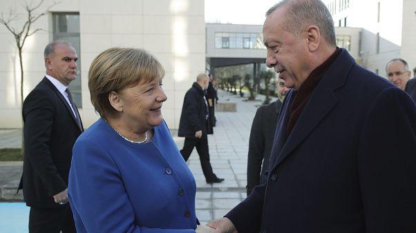 الطيب رجب أردوغان خلال إستقباله للمستشارة الألمانية أنجيلا ميركل لتدشين الجامعة التركية الألمانية الجديدة
