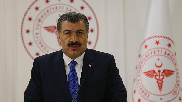 Sağlık Bakanı Fahrettin Koca, Bakanlıkta düzenlediği basın toplantısında, korona virüse karşı alınan tedbirlere ilişkin açıklamalarda bulundu.