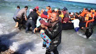 Yunan adalarına ulaşan göçmenler