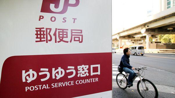 16 yıl boyunca teslimat yapmayıp, zarf ve paketleri evinde depolayan Japon postacı: İş çok yorucuydu