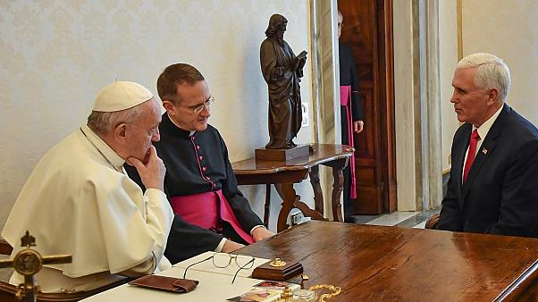 Ferenc pápa és Mike Pence, amerikai alelnök