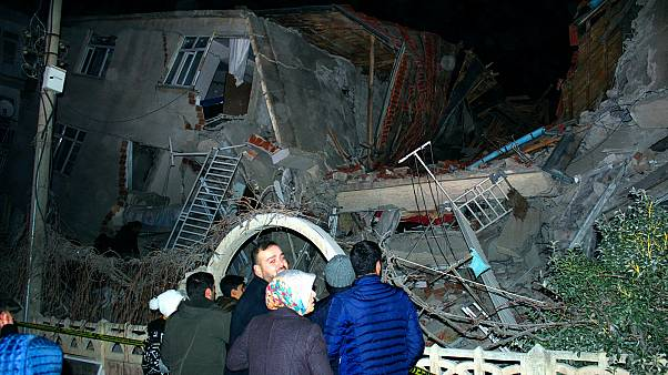 Egy összedőlt ház a kelet-törökországi Elazığban