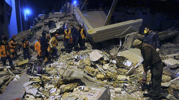 Землетрясение в Турции: жертвы и спасённые из-под завалов
