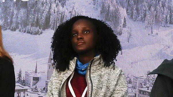 اتهامات بالعنصرية بعد حذف ناشطة أوغندية من صورة جمعتها بنشطاء للبيئة في دافوس