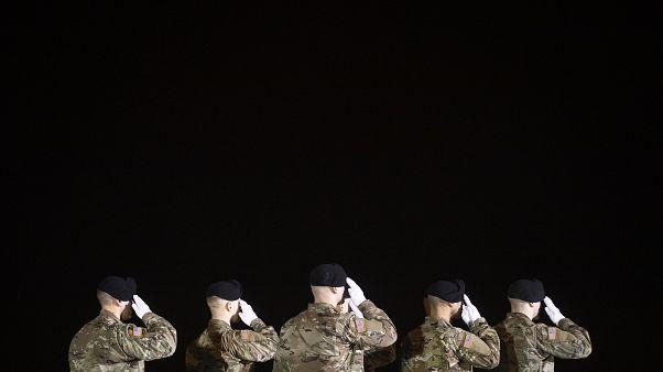 نتیجه یک نظرسنجی: نیمی از افغانها موافق خروج آمریکا پس از توافق با طالبان هستند