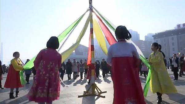 Kuzey Koreliler yeni yılda eski liderlerini ziyaret etti