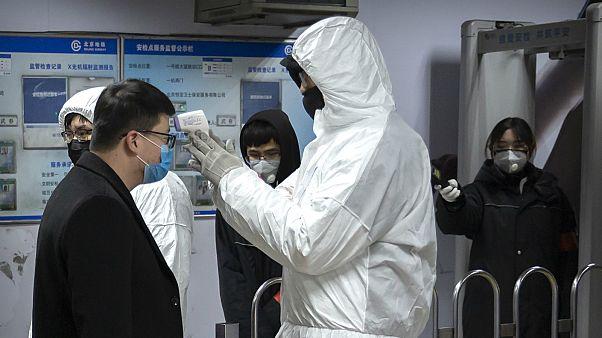 كل ما تود معرفته عن فيروس كورونا.. وفيات وحالات إصابة واجراءات على مستوى العالم