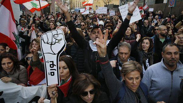 Hangos bejrúti éjszaka a libanoni tiltakozások századik napján