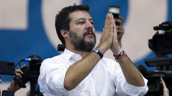 رئيس حزب الرابطة الإيطالي اليميني المتطرف ماتيو سالفيني خلال لقاء انتخابي في 2019