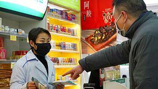 چین برای مقابله با ویروس کرونا به استفاده از داروهای «اچ آی وی» روی آورد