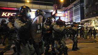 Hong Kong: Clashes on anniversary of snack stand dispute