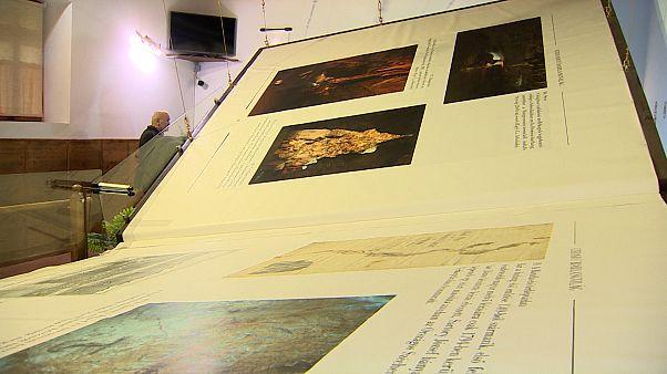 بزرگترین کتاب جهان با ۱۴۰۰ کیلوگرم وزن در دهکدهای در مجارستان