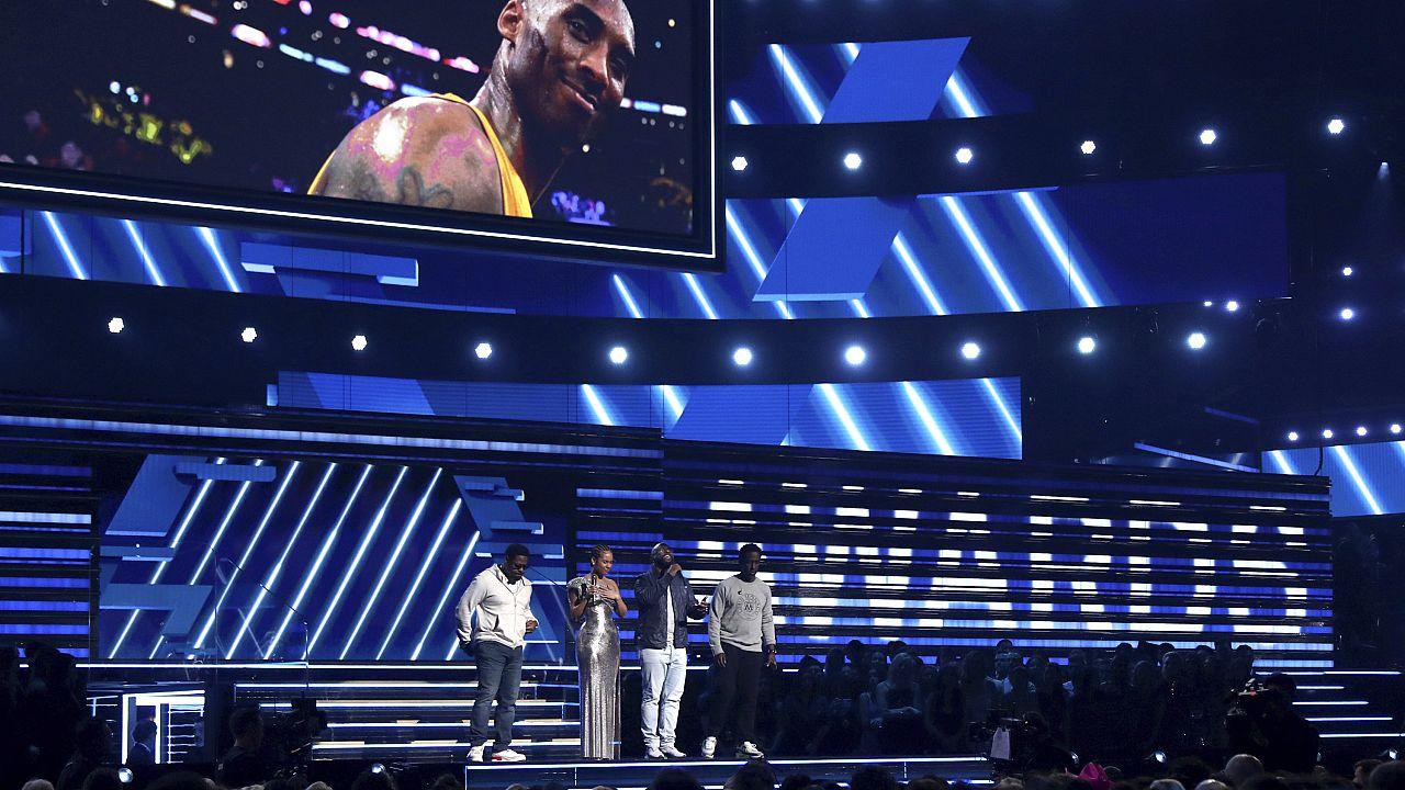Billie Eilish arrasa en los Grammy en una gala llena de homenajes a Kobe Briant