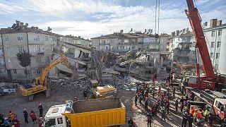 Depremle ilgili paylaşımlarından ötürü 50 kişiye soruşturma