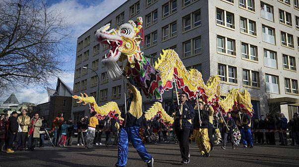 Paris Belediyesi, koronavirüs nedeniyle kentteki Çin yeni yılı kutlamalarını iptal etti